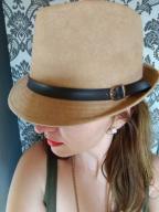 zamszowy kapelusz z paskiem skórzanym