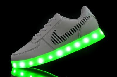 buty ze świecącą podeszwą nike allegro
