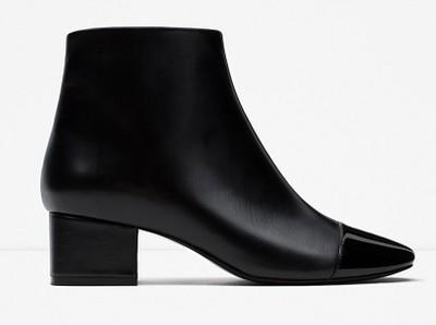 Czarne botki na słupku Zara, cena, ok. 139 zł Buty na