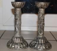 Dwa stare świeczniki zdobione smokami/srebrzone
