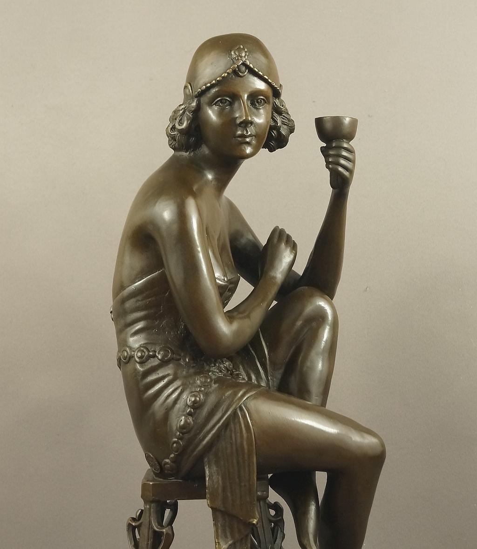 Dama z szampanem rzeźba z brązu Art Deco