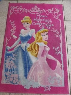Śliczny dywan dla dziewczynki